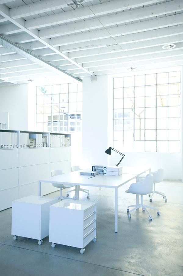 Blanco: Mesa rectangular de resina TENSE - MDF Italia. diseño de Piergiorgio Cazzaniga, Michele Cazzaniga.