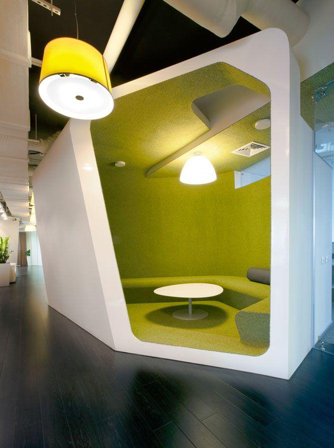Verde: Kazan Yandex Office. Fotógrafo: Peter Zaytsev. Arquitectos: Za bor Architects, Arseniy Borisenko y Peter Zaytsev. // Archidaily