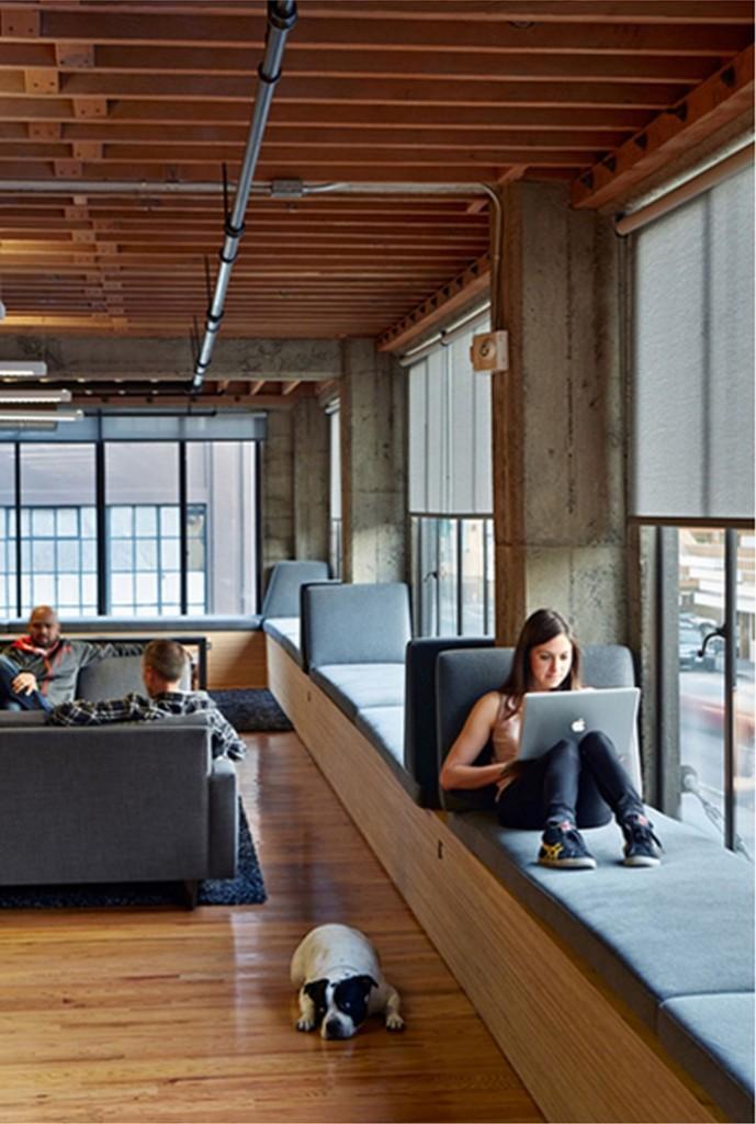 """""""Cada persona puede elegir su lugar o ambiente de trabajo día a día"""". HEAVYBIT INDUSTRIES. SOMA district, San Francisco CA, 2012. Proyecto de  IWAMOTOSCOTT ARCHITECTURE."""