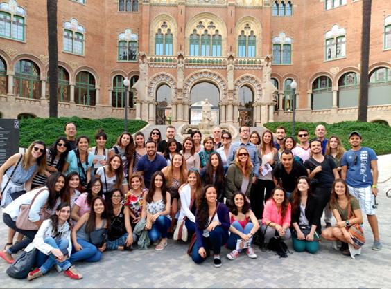 Grupo de estudiantes y profesores de la edición 2015 del Postgrado en Diseño del Espacio de Trabajo de Elisava, DEdT.